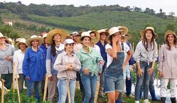 женщины в поле