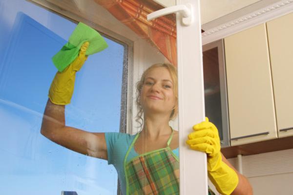 желтые перчатки, зеленая салфетка