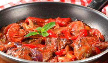 листик базилика на красном мясе