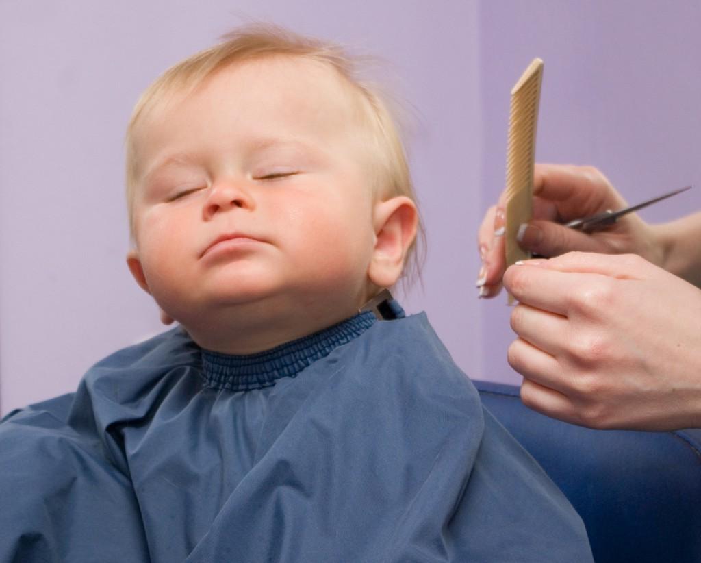 Первая стрижка ребенка кто должен стричь