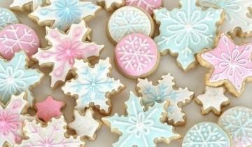 голубые и розовые снежинки