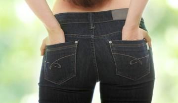 руки в задних карманах