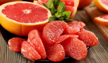 дольки красного грейпфрута