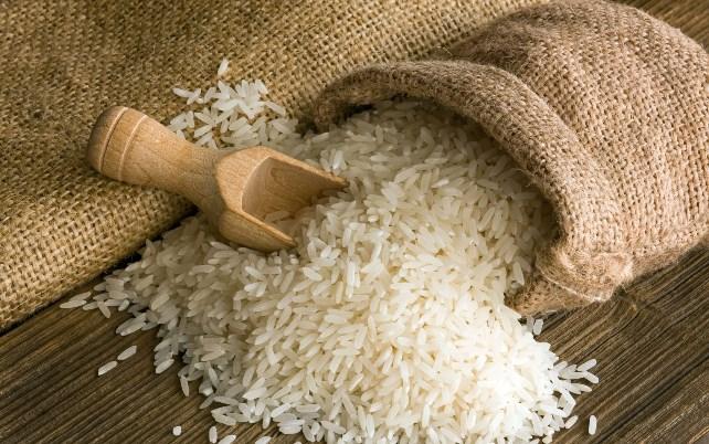 деревянная лопаточка, рис