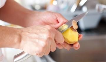 руки, нож, картошка
