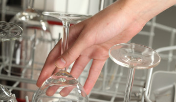 Бокалы в посудомоечной машине